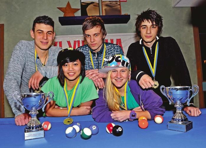 Vinnare. Arbinot Haklaj, Eldin Kajdic, Martia Karim, Michelle Torres och Fanny Ahlm (Fanny Stenborg saknas på bilden) blev alla vinnare av Ungdoms SM i biljard.