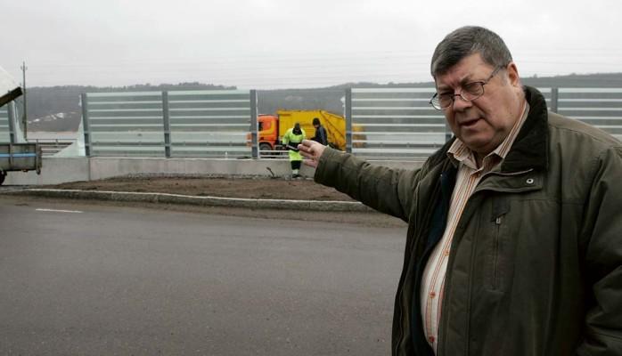 Samhällsbyggnadsnämndens ordförande Jan A Pressfeldt (AD) reagerade kraftfullt efter helgens skadegörelse mellan Nödinge och Nol 16 bullerskydd krossades liksom en hel busskur vid Gallåsvägen.