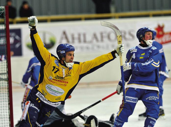 Johan Grahn var en avgörande faktor mot IFK Motala. Två mål och ett ständigt hot. Nu möter han sina kamrater i IFK Vänersborg, där även Fredrik Korén har ett förflutet.