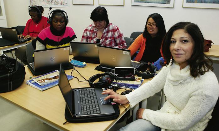 50 elever på Ale gymnasium som läser svenska för invandrare har försetts med egen dator.