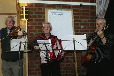 PRO-pojkarna, bestående av Gösta Engström, Yngve Lundsten och Rolf Rhodén, underhöll publiken.