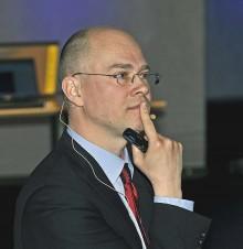 Erik Wadström, en av Handelsbankens främsta marknadsanalytiker föreläste på fondkvällen i Ale gymnasium.