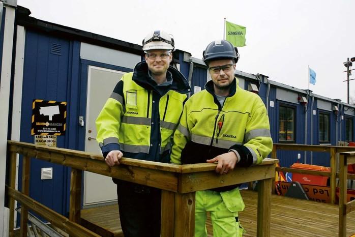 Platschef Christian Olofsson och John Persson ser fram mot att fräscha upp Surte centrum, vilket blir fallet när Göteborgsvägen ska miljöprioriteras.