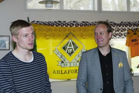 Premiärdagen till ära gästades Sjövallen av IFK Göteborgs mittfältsstjärna Sebastian Eriksson, som innan avspark intervjuades av Ahlafors IF:s ordförande, Claes Berglund.