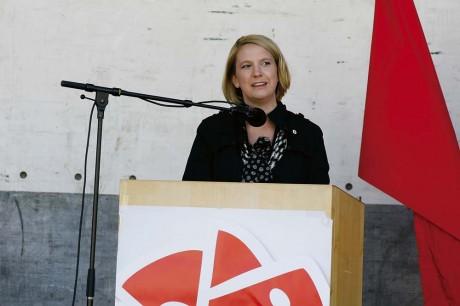"""Paula Örn (S), kommunalråd i opposition i Ale, höll sitt första majtal och talade om ett Ale som under den moderatledda ledningen har """"försämrats, förändrats och fördyrats""""."""