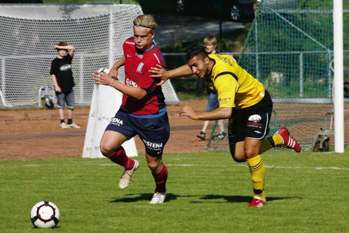 Jonathan Gustafsson och Lilla Edets IF vaknade sent i derbyt mot Ahlafors IF. Nu spelade det ingen roll för laget vände ändå 0-2 till seger 4-2.