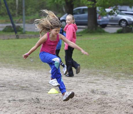 Lisa-Marie Sundberg i fartfyllt längdhopp.