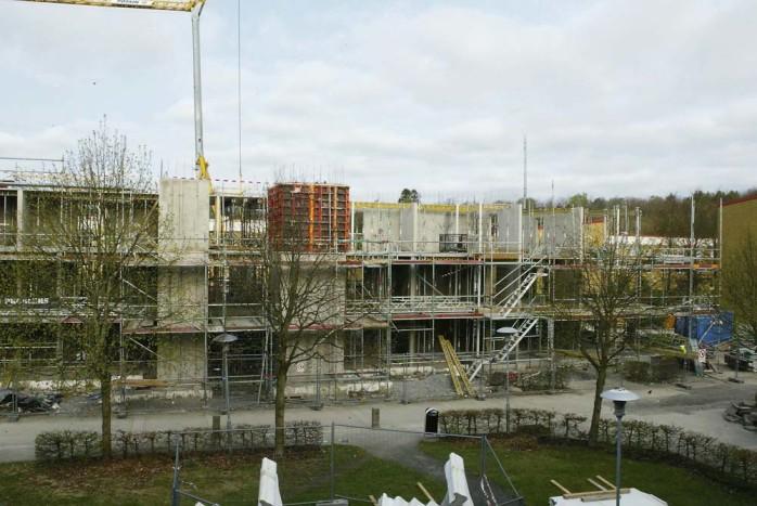 Byggnationen av 20 nya lägenheter på Norra Klöverstigen är i full gång. Beräknad inflyttning är den 1 december.
