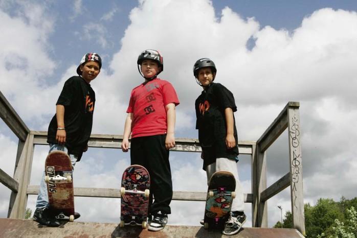 Skateboard är livet tycker de här grabbarna.