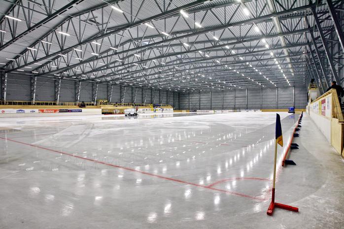 Blir det någon is i Ale Arena till hösten? Närliggande bandyklubbar diskuterar nu möjligheten att delta i en medfinansiering. Arkivbild: Allan Karlsson