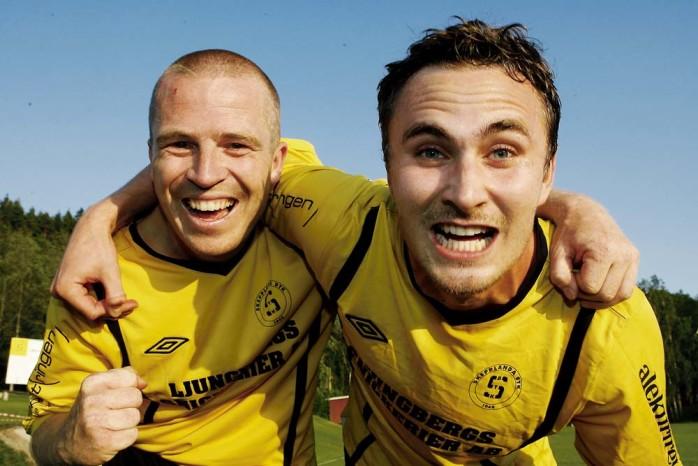 Matchhjältar. Svante Larson gjorde först 1-0 (årets mål på Forsvallen?) och assisterade sedan Oscar Frii till det avgörande 2-1-målet strax före slutsignalen.
