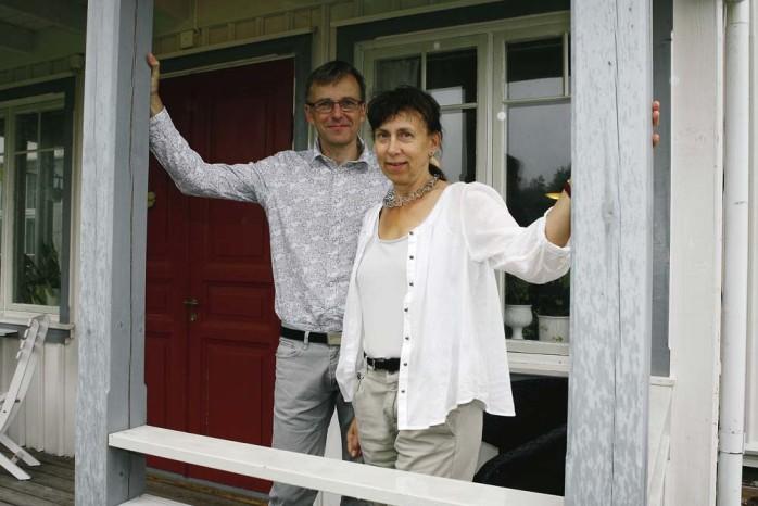 Arrangörer. Johan och Katarina Dahlbäck driver föreningen Kultur på Mauritzberg som arrangerar sin andra riktigt stora musikfestival under midsommarhelgen.