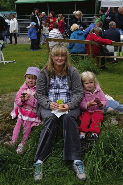 Fika i det gröna för Susanne Söderström, Kode, med barnen Freja och Mimmi.