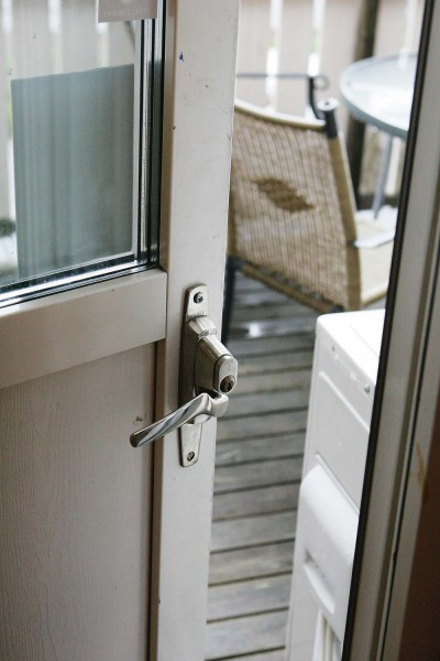 Inbrottstjuvarna tar sig ofta in genom altandörren.