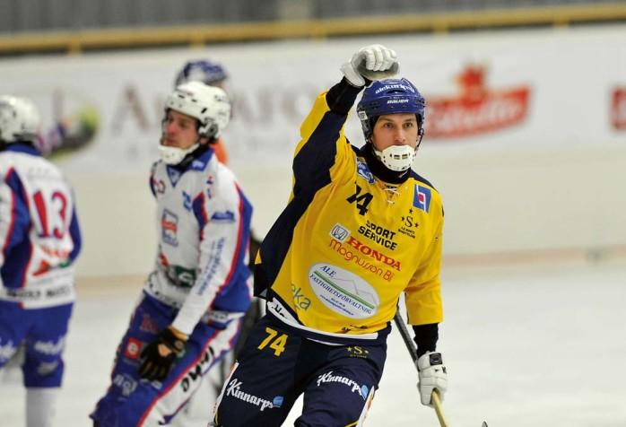 Erik Olovsson blir spelande tränare i Ale-Surte. Han delar ansvaret med Patrik Ewerstein.       Arkivbild: Allan Karlsson