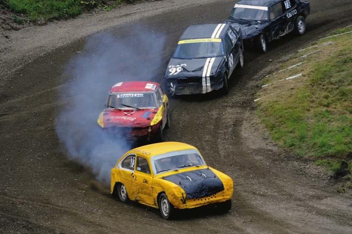 I täten. Cecilia Larsson (gul bil) ledde från start till mål.