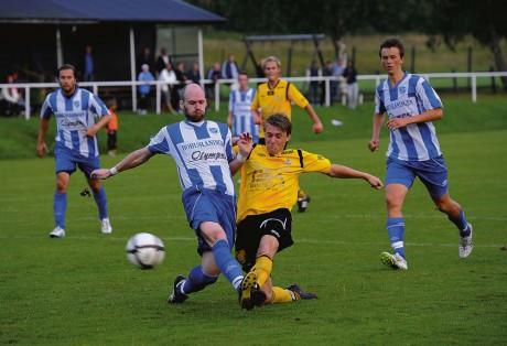 Peter Antonsson, som utsågs till hemmalagets främste aktör, var nära att sätta 4-3 i matchens sista spark, men skottet räddades av Uddevallas målvakt.