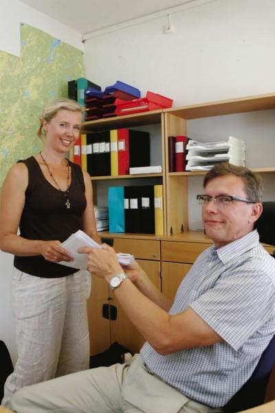 Ann-Britt Svedberg lämnar över uppdraget som sektorchef för samhällsbyggnad till Rune Strömberg.