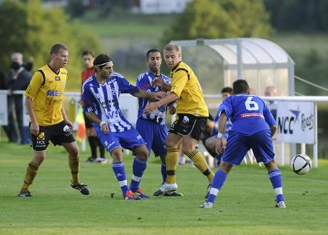 Bröderna Johan och Niclas Elving spelade sin första A-lagsmatch tillsammans på Sjövallen i onsdags.