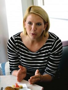 Oppositionsråd Paula Örn (S) menar att minoritetsstyret bestående av Alliansen med stöd av Aledemokraterna i princip samregerar med Sverigedemokraterna.