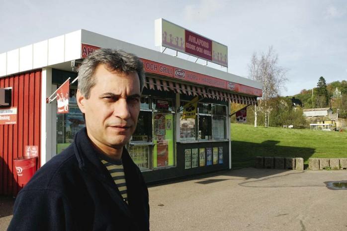 Nader har nu sagt tack och farväl till kunderna. I lördags stängdes Ahlafors Kiosk.