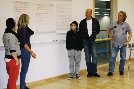 Redovisning. Grupper med politiker och ungdomar redovisade sina tankar i en rad olika ungdomsfrågor.