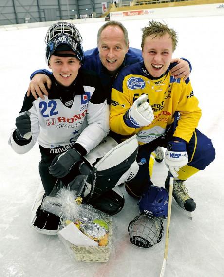 Familjelycka. Målvakten Ludvig Östman storspelade, pappa Jörgen agerade speaker och Max var en av Surte BK:s målskyttar. Östmans mådde prima efter 10-1 mot Kareby IS.