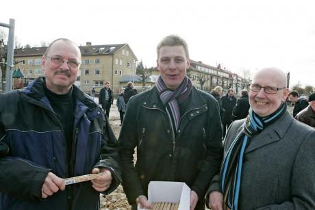 Muntra herrar. Från vänster Lars Ivarsbo, Leifab, Hans Hermansson, Tommy Byggare, och Ingemar Ottosson, kommunalråd.