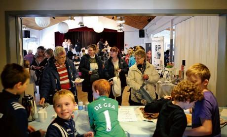Från vänster: Gun, Sofia och Malin Jansson från Skepplanda besökte mässan.
