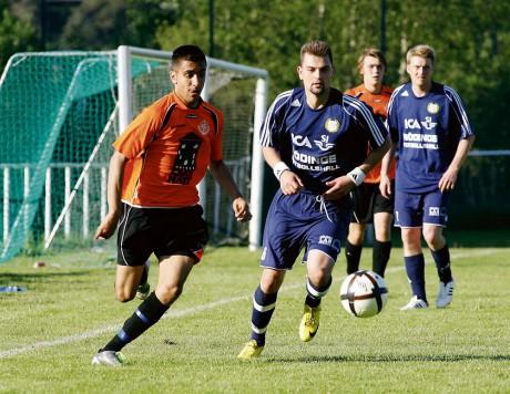 Boban Ilic en av Nols målskyttar hade stundtals bra fart, men Nödinge och Erdin Sivac hade ändå bra koll på händelserna.