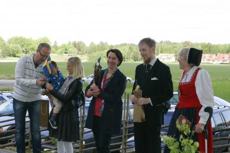 Nysvenskar hälsades välkomna till Ale kommun.