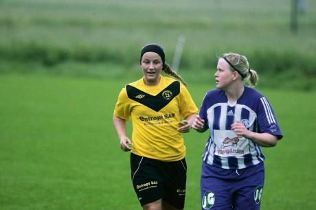 Skepplandas damer bjöd på propagandafotboll trots de svåra förutsättningarna. Sandra Augustsson blev bästa målskytt med sina tre fullträffar i 9-2-segern mot Rävlanda.