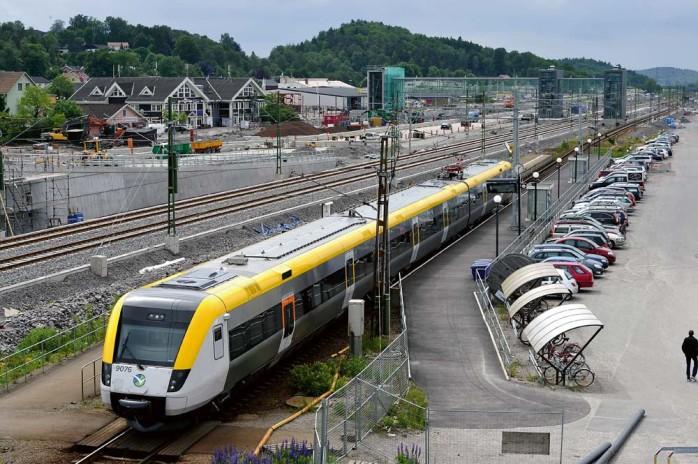 Det är trångt på Göteborgs central, så trångt att Alependeln knappt får plats. Ett tåg i halvtimmen föreslår Trafikverket. En halvering jämfört med vad som har utlovats med kvartstrafik under rusningstimmar. Kommunledningen har reagerat häftigt tänker inte ge sig utan strid i frågan.