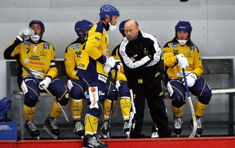 Robert Holmén är tillbaka i Surte BK, denna gång som A-lagstränare. Till stora delar är det ett helt nytt lag som ska spelas ihop.