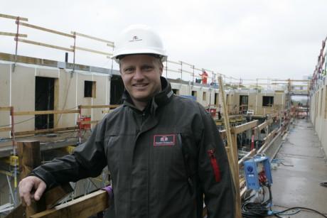 Tommy Byggares Anders Carlander är platschef för Centrumhuset i Lilla Edet. En fastighet omfattande butikslokaler och 26 lägenheter ska vara inflyttningsklar i mars nästa år.