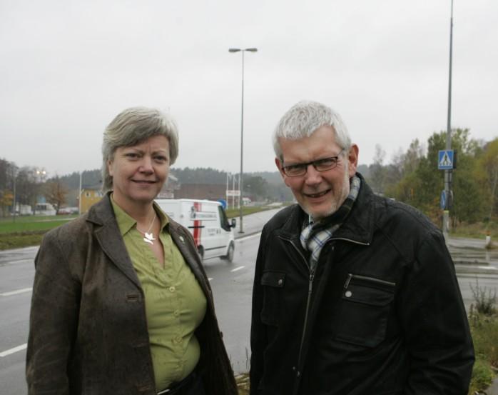 Annika Qarlsson och Anders Åkesson representerar Centerpartiet i riksdagen. I förra veckan besökte man Lilla Edets kommun och fick då information om den besvärliga flaskhals som kommer att uppstå på E45 i centrala Göta.