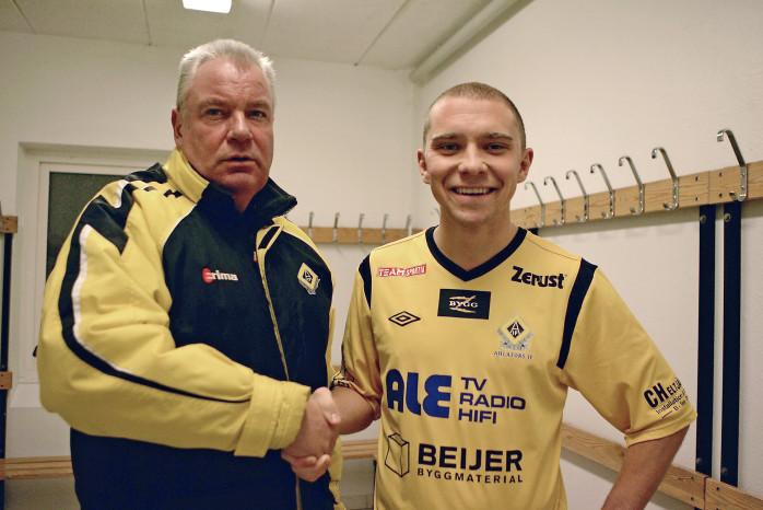 Återförenas. Tränare Lars-Gunnar Hermansson hade nöjet att disponera Niclas Elving under åtta höstmatcher 2011. Nu är bolltrollaren tillbaka i moderklubben, lagom till 100-årsjubileet.