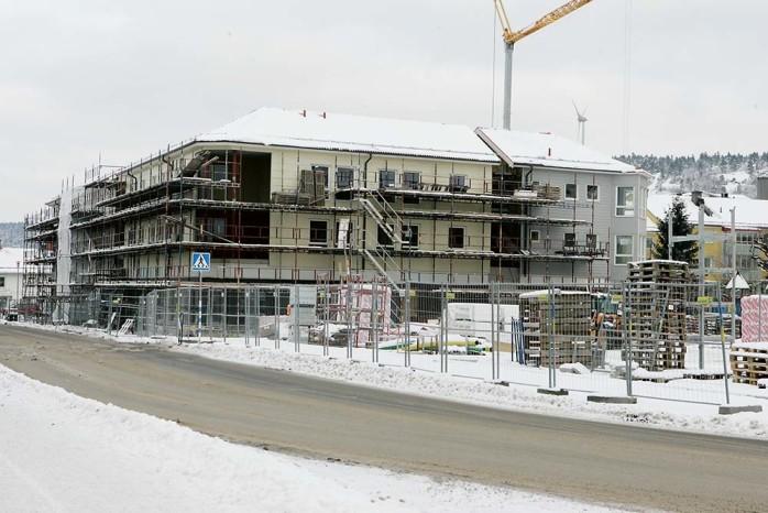 Centrumhuset i Lilla Edet börjar ta ordentlig form. 14 av de 26 lägenheterna är uthyrda och i slutet av november tecknades ett avtal med Netto som köper två tredjedelar av verksamhetslokalerna i bottenplan.