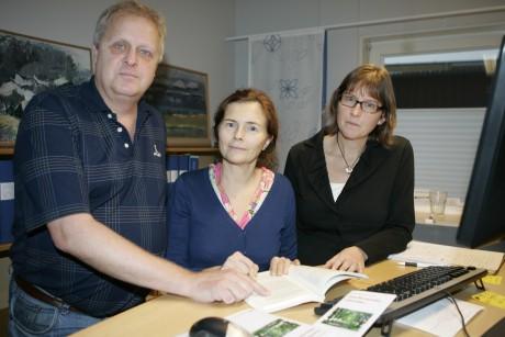 Tony Karlsson, ordförande i Överförmyndarnämnden, tillsammans med Eva Schiller, överförmyndarhandläggare, och Annika Bengtsson, handläggare.