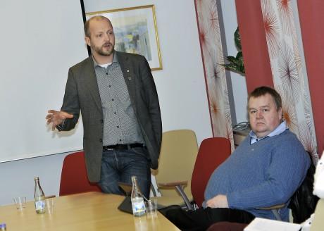"""Hoppfull trots allt. Kommunstyrelsens ordförande, Mikael Berglund (M), tror inte att Ales attraktionskraft minskar på grund av nedläggningen av gymnasiet. """"De förbättrade kommunikationerna till Göteborg och Trollhättan är viktigare""""."""