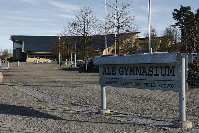 Ale gymnasiums framtid avgörs sannolikt på onsdag i nästa vecka. Utbildningsnämnden kommer då att få ett omfattande utredningsmaterial presenterat för sig.