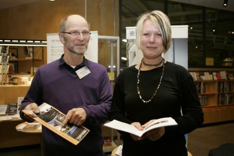 Energirådgivare Jerker Persson och Anette Skogsäter från Konsument Göteborg besöker biblioteken i Ale under fyra måndagseftermiddagar för att svara på allmänhetens frågor.