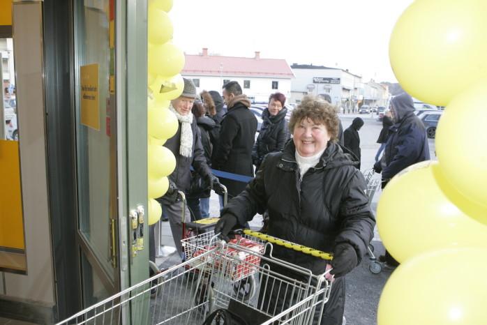 Nettobutiken i Lilla Edet är landets 151:a i ordningen. Folk köade för att komma in när dörrarna gick upp klockan åtta i torsdags morse.