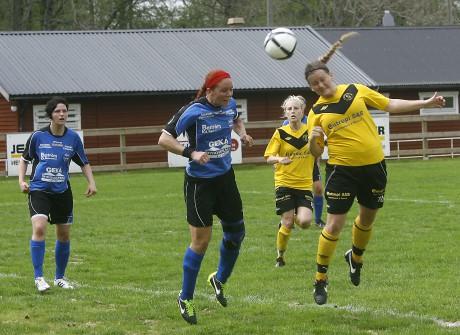 Erika Andersson i duell med Edets Sandra Mellqvist, en gång spelare i SBTK.