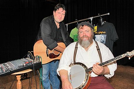 Dun Aengus spelade irländsk folkmusik.