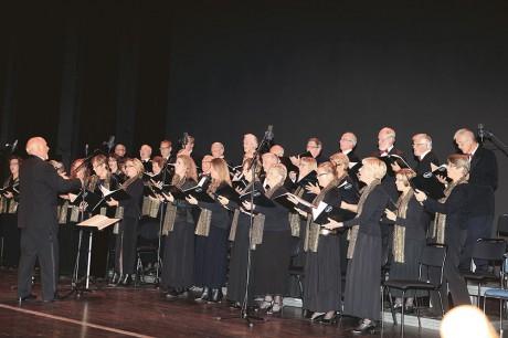 Opus -83, under ledning av Jack Svantesson, bjöd på en svängig jubileumskonsert i Mimers Hus.