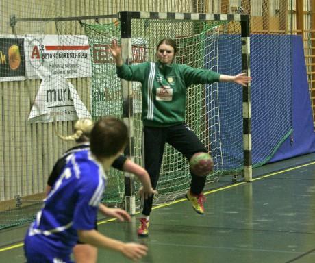 Bäst på plan. Nödinges målvakt Amanda Lindskog svarade för hela 24 räddningar och bidrog starkt till att hålla kvar Nödinge i matchen.