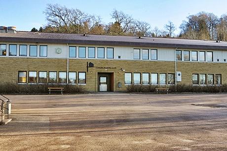 Eleverna på Tingbergsskolans högstadium kan komma att flyttas till Fuxernaskolan i Lilla Edet.