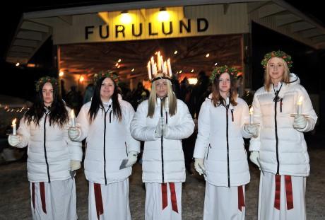 Ale Lucia med tärnor. Miranda Hiltunen, Malin Hysing, Josephine Kinnander, Ida Hanson Johansson och Malin Kling.