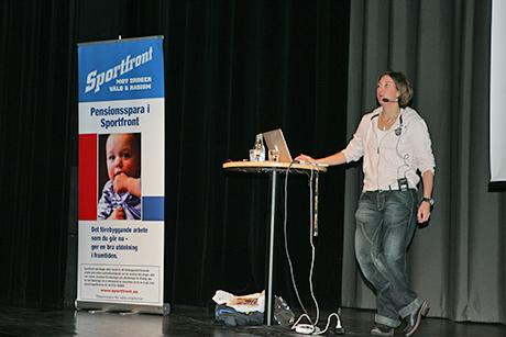 Karin Breding föreläste om nätdroger i Ale gymnasium i torsdags kväll.